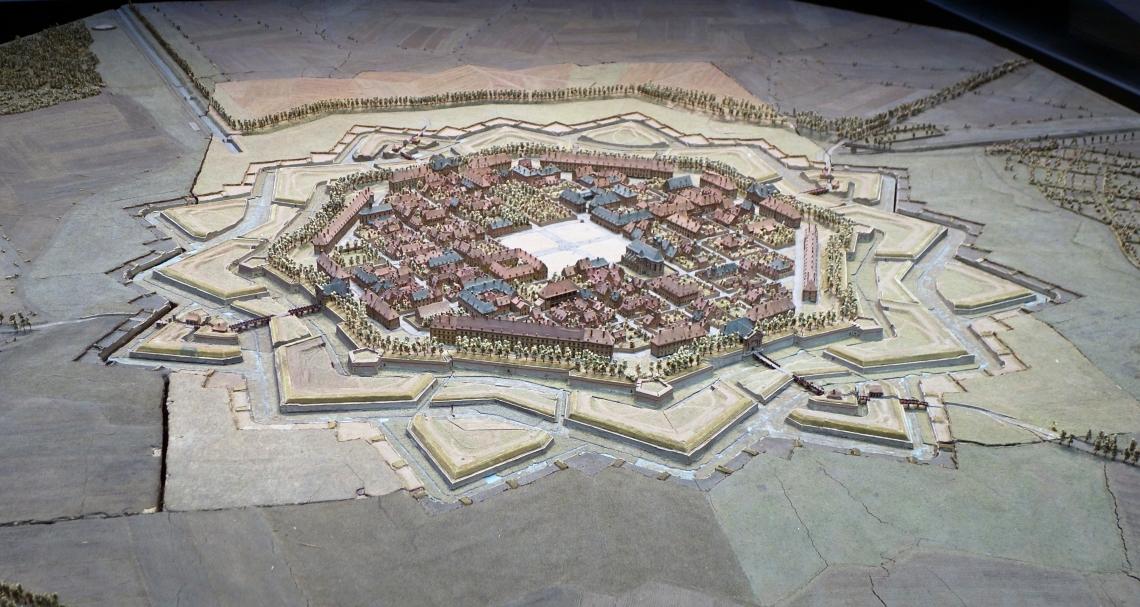 Neuf-Brisach_-_plan-relief_1706.jpg