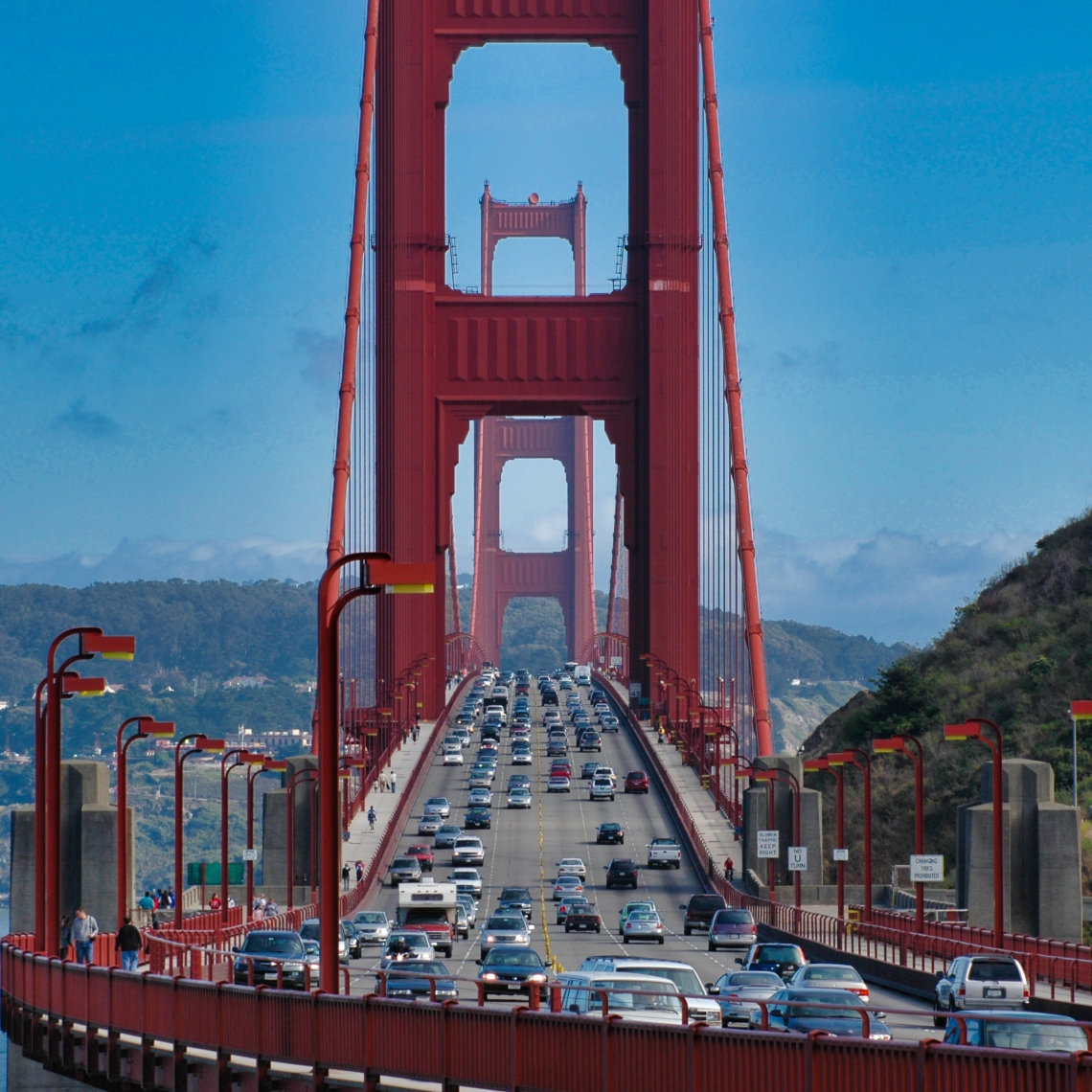 Golden_Gate_Bridge_Front_Traffic